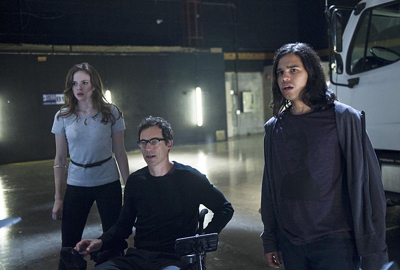 The Flash: Danielle Panabaker, Tom Cavanagh e Carlos Valdes nell'episodio intitolato Power Outage
