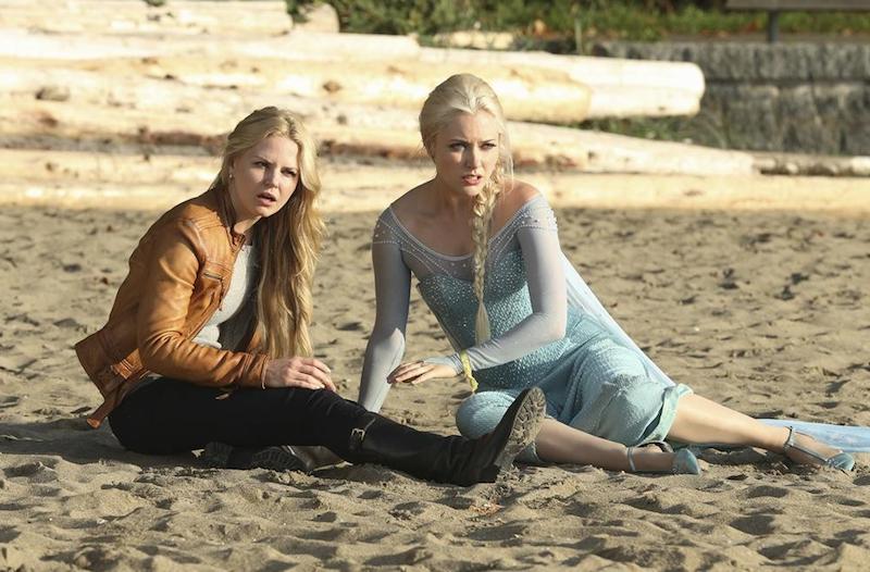 C'era una volta: le attrici Jennifer Morrison e Georgina Haig in una scena dell'episodio intitolato Fall