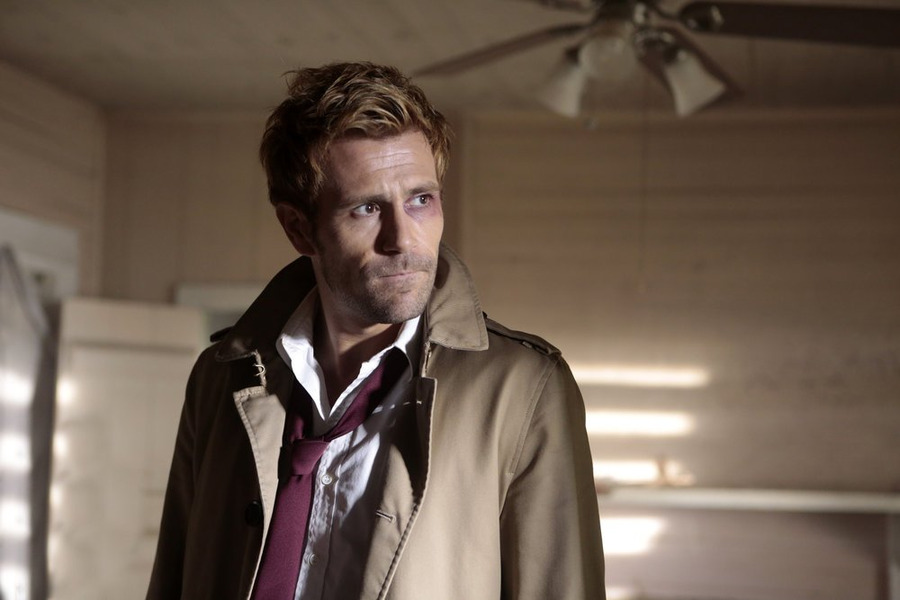 Constantine: l'attore Matt Ryan in una scena di Rage of Caliban