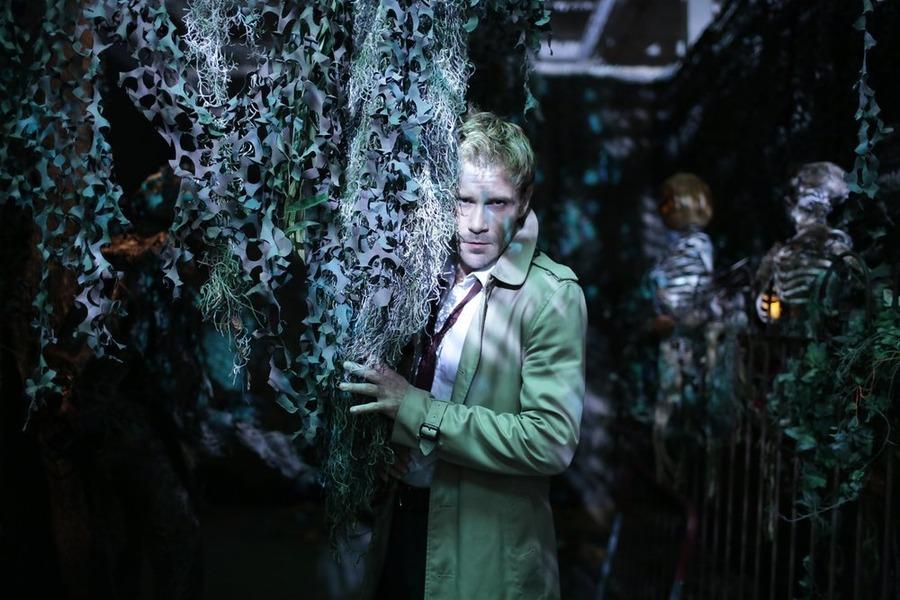 Constantine: il protagonista Matt Ryan nell'episodio intitolato Rage of Caliban