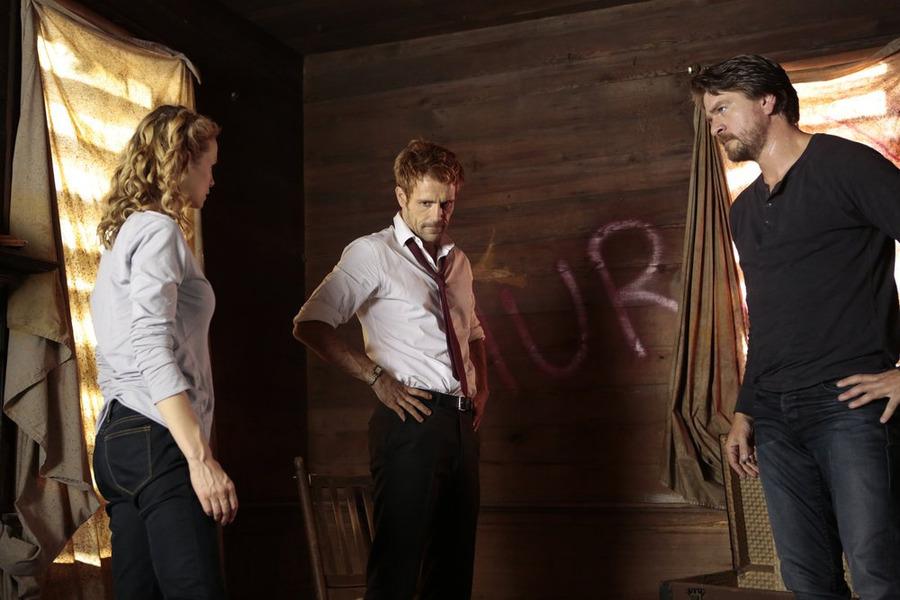 Constantine: Laura Regan, Matt Ryan e Charles Halford in Rage of Caliban