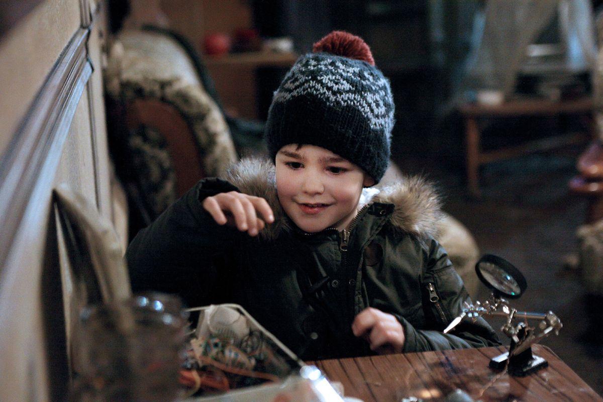 Un amico molto speciale: il piccolo Victor Cabal in una scena del film natalizio