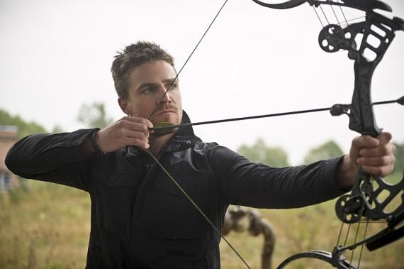 The Flash: l'attore Stephen Amell è Oliver Queen in Flash vs. Arrow