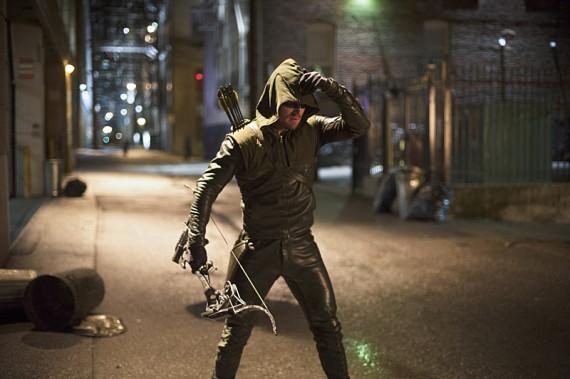 The Flash: Stephen Amell interpreta Oliver Queen nell'episodio Flash vs. Arrow