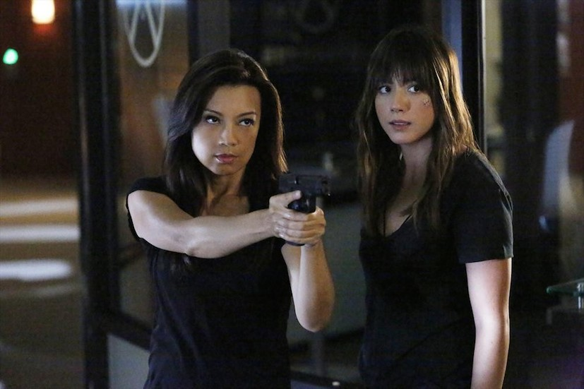 Agents of S.H.I.E.L.D.: le attrici Ming-Na Wen e Chloe Bennet in Ye Who Enter Here