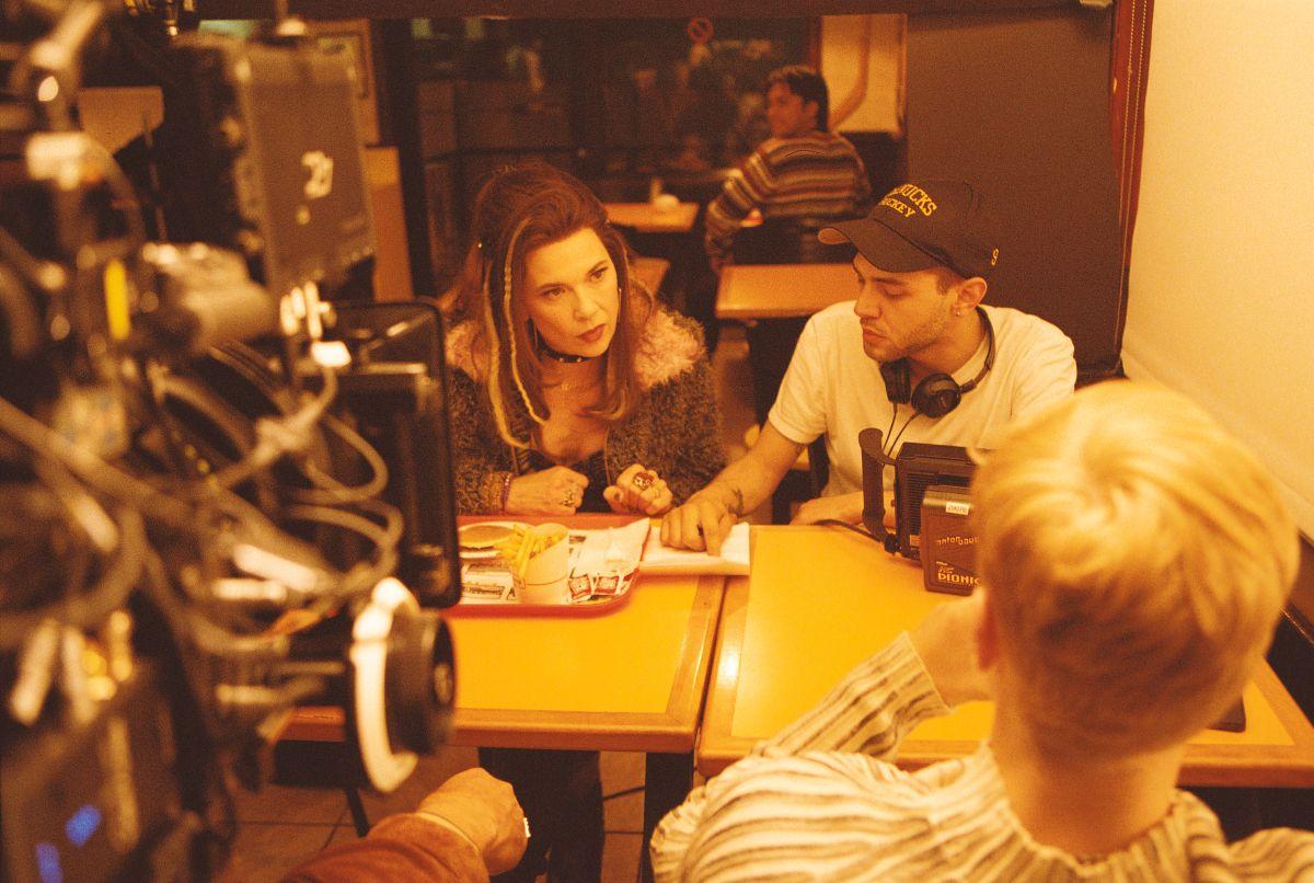 Mommy: Anne Dorval con Antoine-Olivier Pilon ed il regista Xavier Dolan in una foto dal set