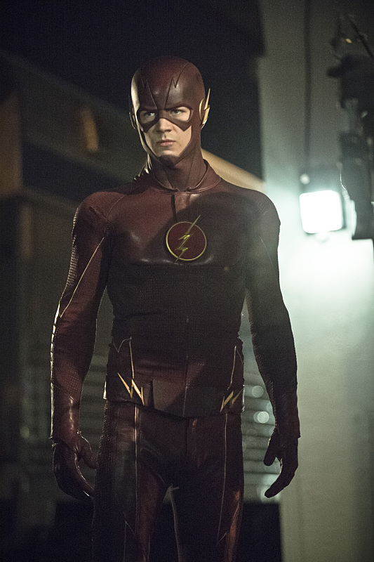 Arrow: Grant Gustin interpreta The Flash nell'episodio The Brave and the Bold