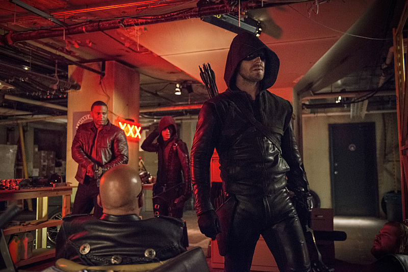 Arrow: David Ramsey, Colton Haynes e Stephen Amell in The Brave and the Bold