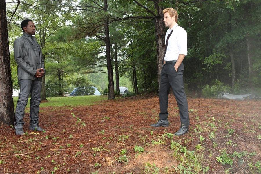 Constantine: il protagonista Matt Ryan nella puntata intitolata Blessed Are The Damned