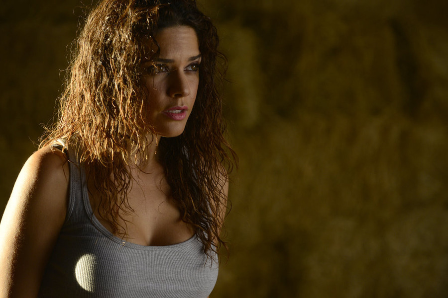 Constantine: l'attrice Angélica Celaya interpreta una scena dell'episodio Blessed Are The Damned