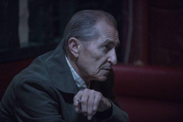Intruders: Alex Diakun in una scena della serie