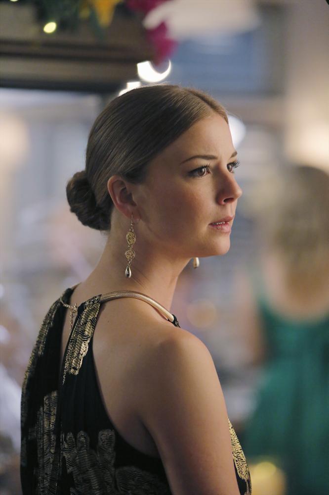 Revenge: la protagonista Emily VanCamp in una scena dell'episodio Atonement