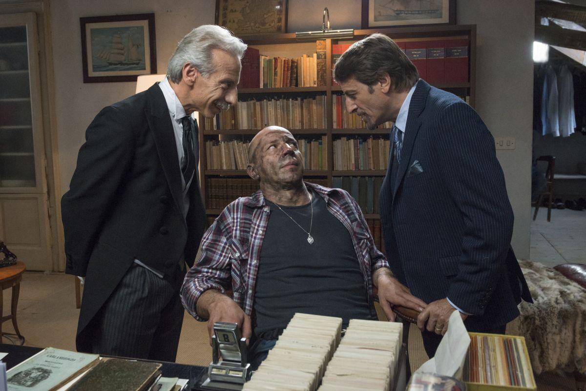 Il ricco, il povero e il maggiordomo: Aldo, Giovanni e Giacomo in una curiosa scena della commedia