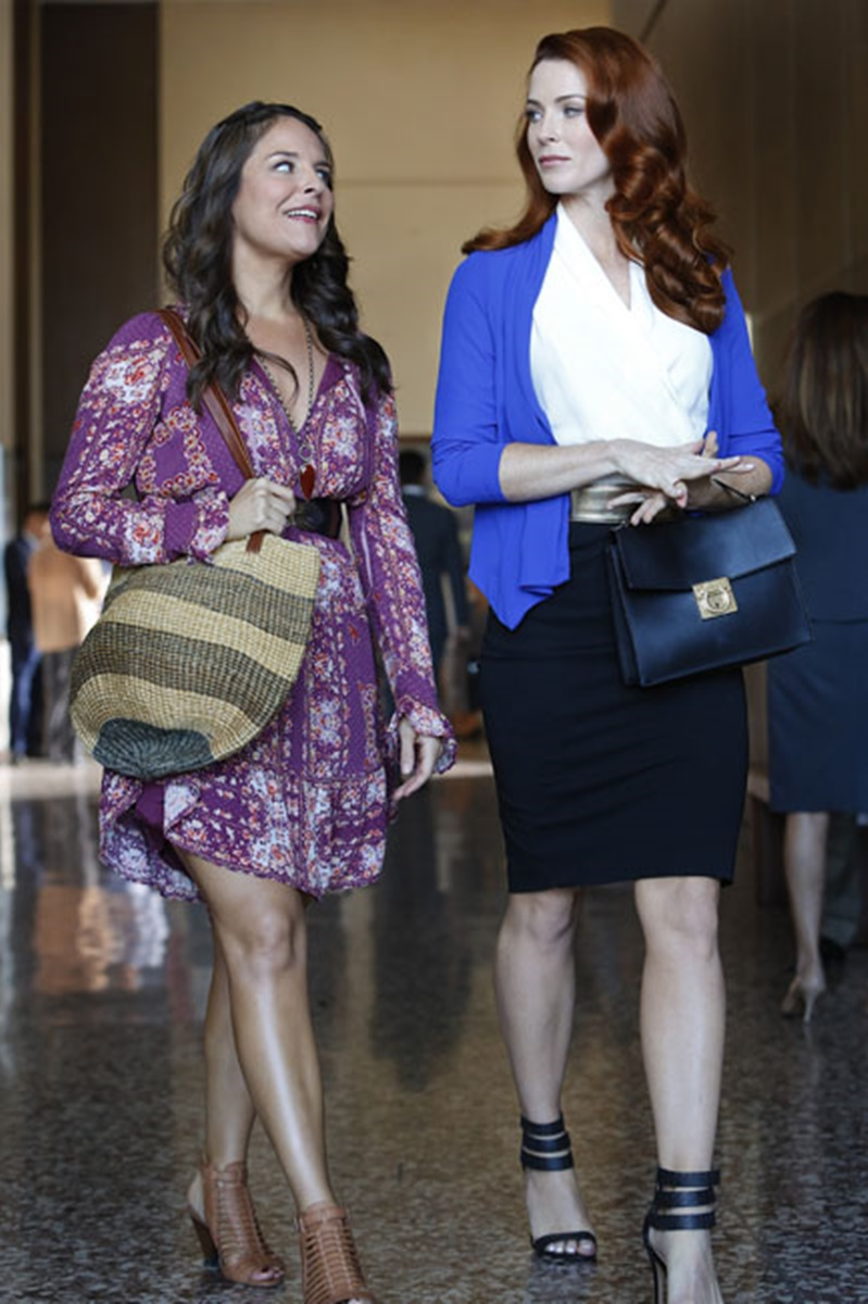 Jane the Virgin: Yara Martinez e Bridget Regan nella puntata Chapter Eight
