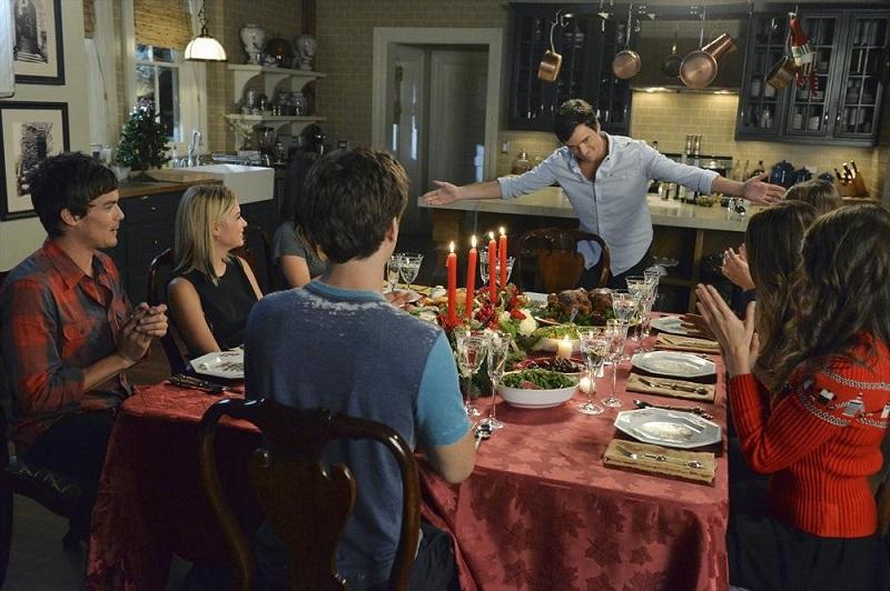 Pretty Little Liars: Tyler Blackburn, Ashley Benson, Keegan Allen e Ian Harding in How the 'A' Stole Christmas