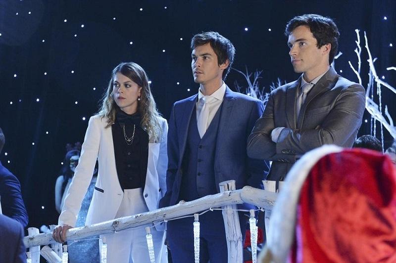 Pretty Little Liars: Lindsey Shaw, Tyler Blackburn e Ian Harding nell'episodio intitolato How the 'A' Stole Christmas