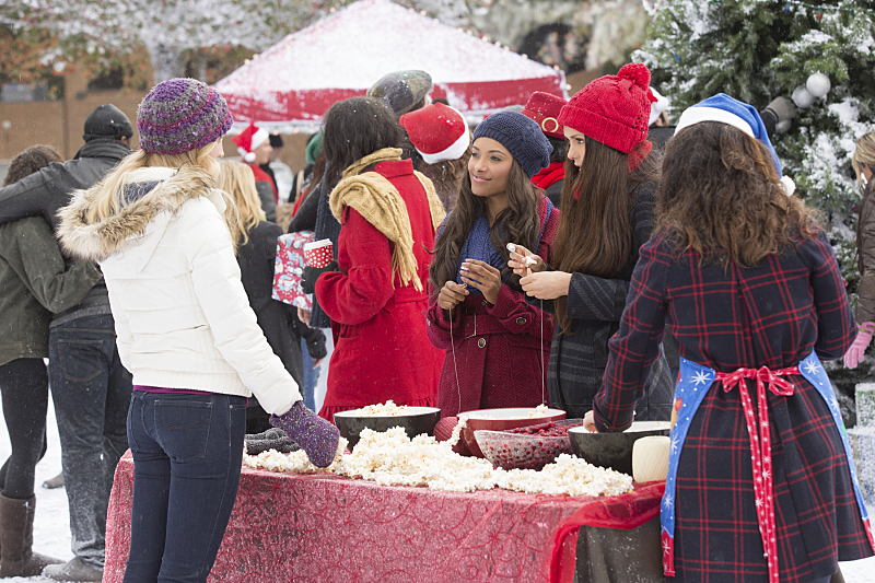 The Vampire Diaries: Candice Accola, Kat Graham e Nina Dobrev in Christmas Through Your Eyes