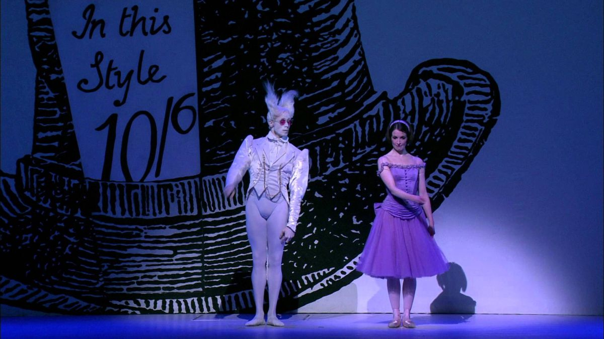 Royal Opera House - Alice nel Paese delle Meraviglie: Lauren Cuthbertson con Edward Watson in una scena dello spettacolo teatrale