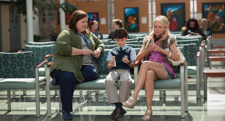 St. Vincent: Melissa McCarthy con Naomi Watts e Jaeden Lieberher in una scena