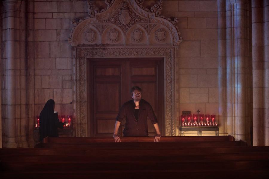 Constantine: l'attore Charles Halford in una scena dell'episodio The Saint of Last Resorts (1)