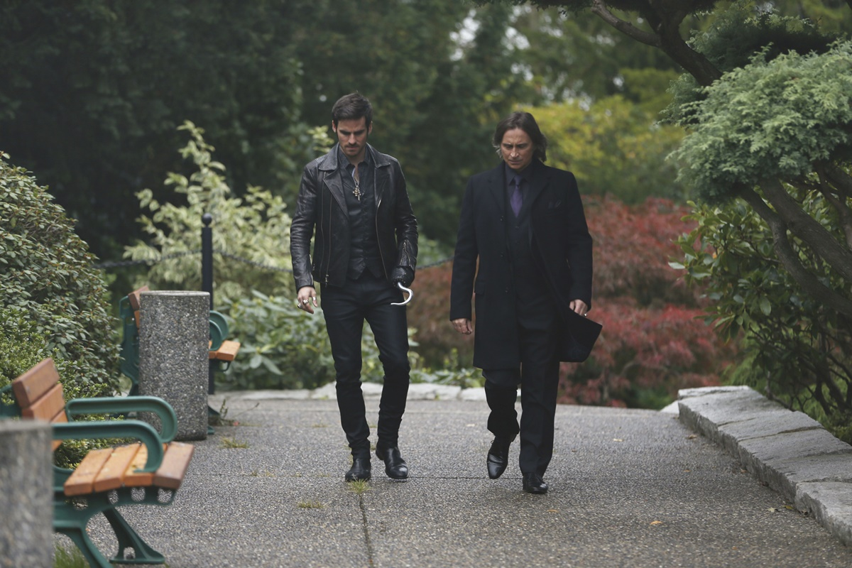 C'era una volta: Colin O'Donoghue e Robert Carlyle nell'episodio Heroes and Villains
