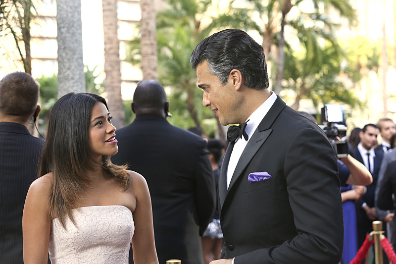 Jane the Virgin: Gina Rodriguez e Jaime Camil nella puntata intitolata Chapter 9