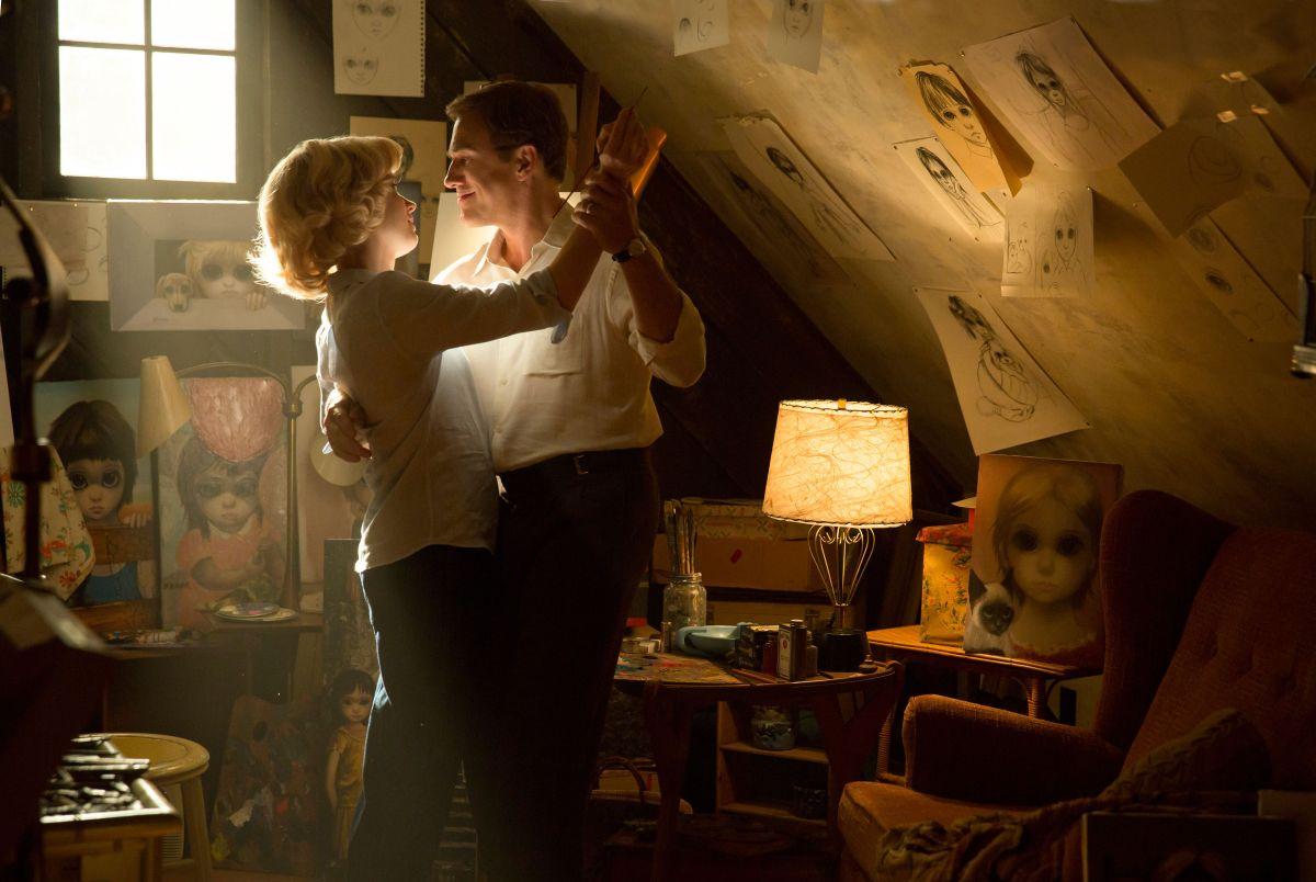 Big Eyes: Amy Adams e Christoph Waltz nei panni dei coniugi Keane in una scena del film