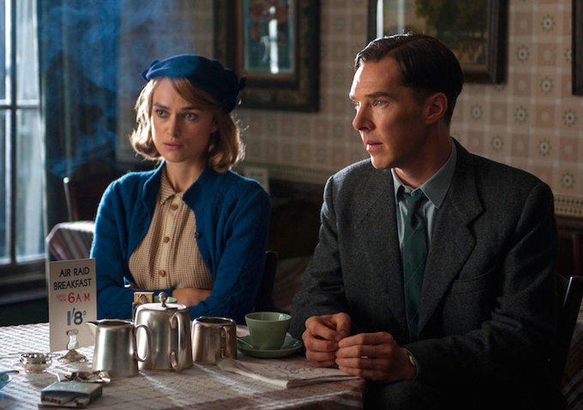 The Imitation Game: Benedict Cumberbatch e Keira Knightley in una scena del film