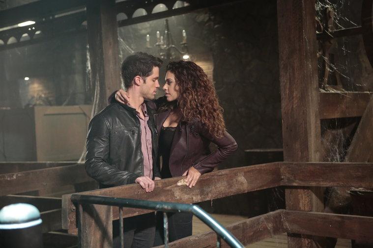 Constantine: David A. Gregory e Angélica Celaya nella puntata intitolata The Saint of Last Resorts (2)