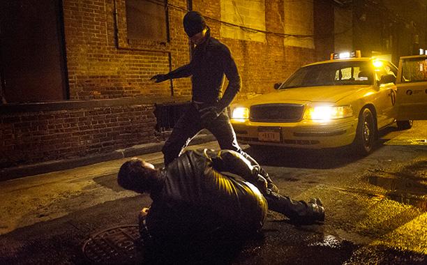 Daredevil: Charlie Cox in azione travestito da vendicatore