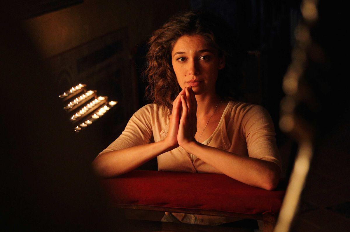 Si accettano miracoli: Ana Caterina Morariu nel ruolo di Chiara in una scena del film