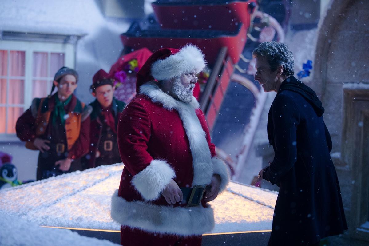 Doctor Who: gli attori Nick Frost e Peter Capaldi una scena di Last Christmas