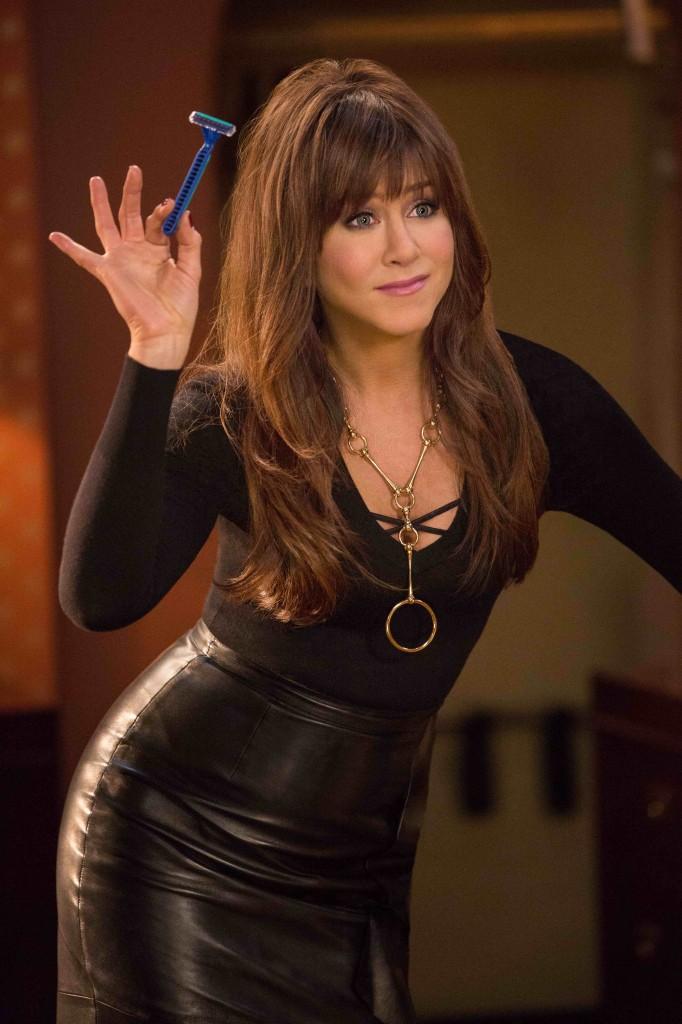 Come ammazzare il capo 2: Jennifer Aniston è la sensuale dottoressa Julia Harris in una scena della commedia