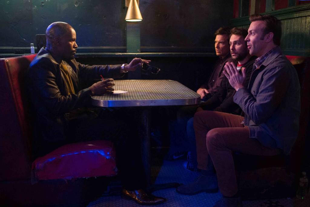 Come ammazzare il capo 2: Jamie Foxx con Jason Bateman, Charlie Day e Jason Sudeikis in una scena del film