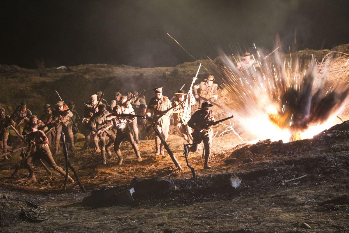The Water Diviner: esplosioni di guerra in una scena del film