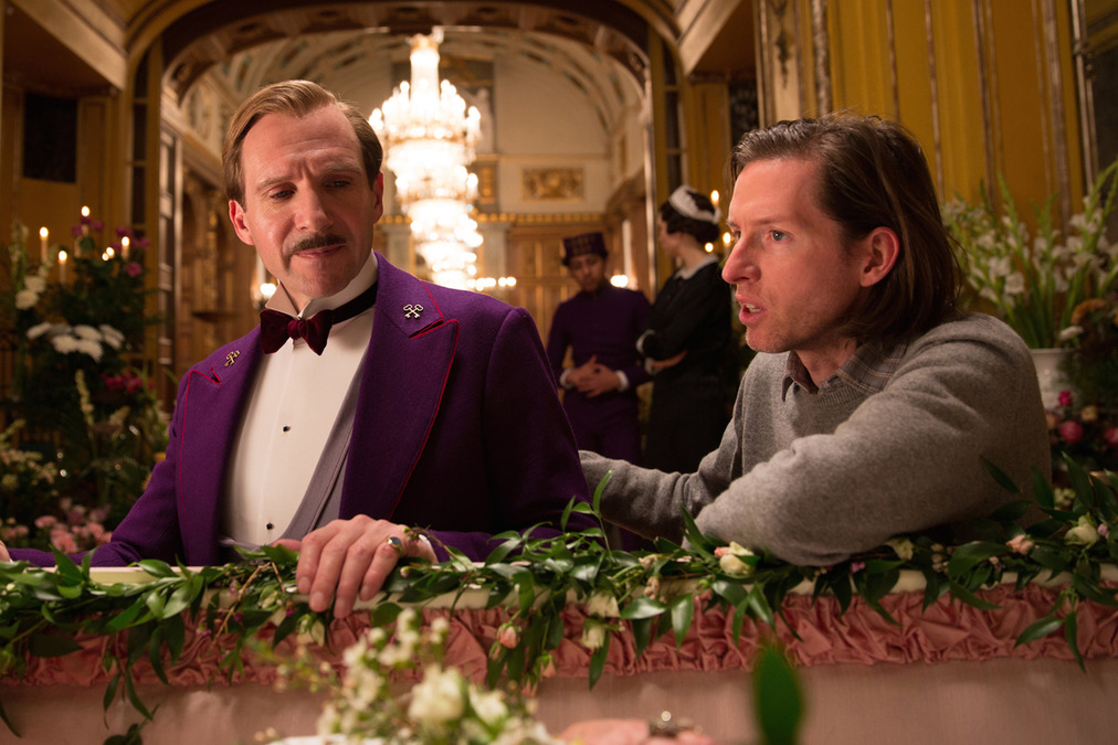 The Grand Budapest Hotel: Ralph Fiennes e Wes Anderson sul set