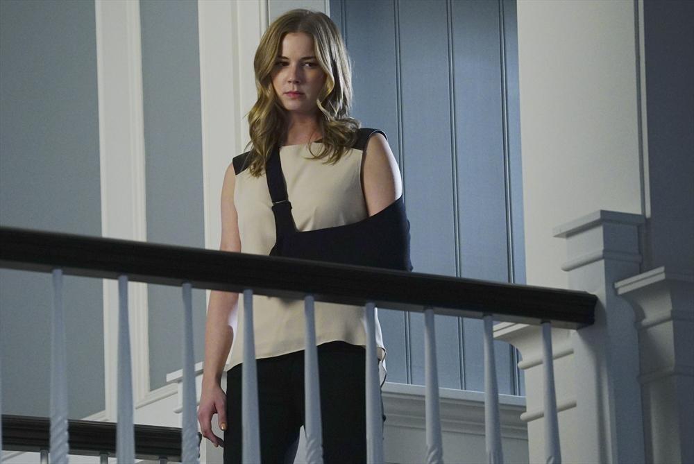 Revenge: l'attrice Emily VanCamp in una scena della puntata intitolata Epitaph