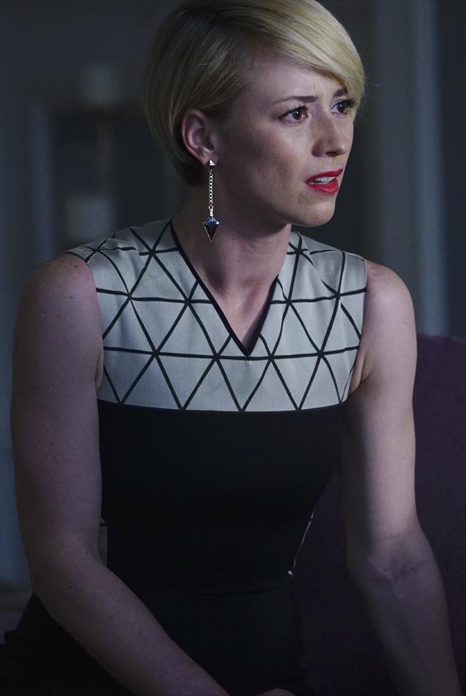 Revenge: l'attrice Karine Vanasse in una scena di Epitaph