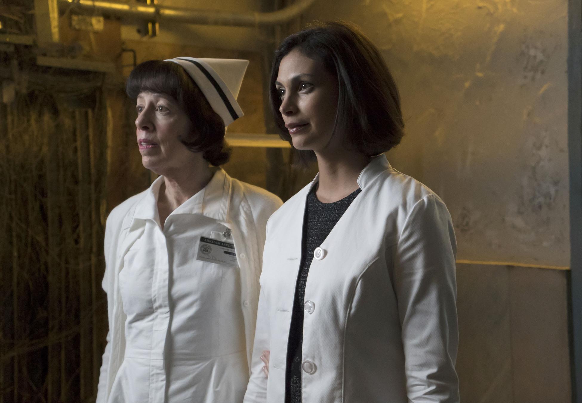 Gotham: l'attrice Morena Baccarin è la dottoressa Leslie Thompkins in La galleria dei furfanti