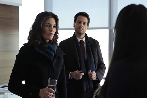 Forever: Alana De La Garza e Ioan Gruffudd in The Wolves of Deep Brooklyn