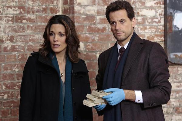 Forever: i protagonisti Alana De La Garza e Ioan Gruffudd in The Wolves of Deep Brooklyn