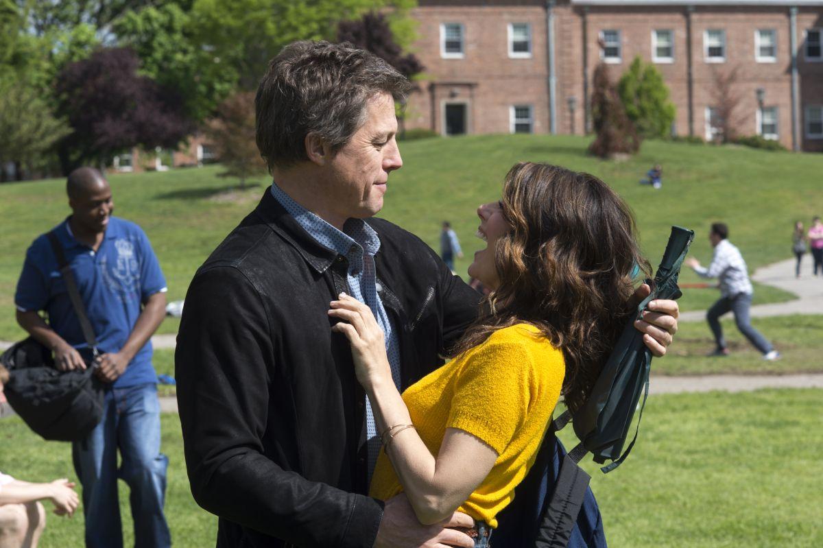 Professore per amore: Hugh Grant con Marisa Tomei in una scena del film