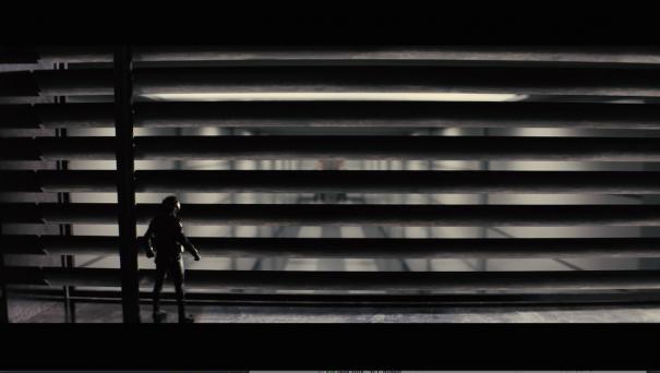 Ant-Man: un miniaturizzato Paul Rudd di fronte a una finestra