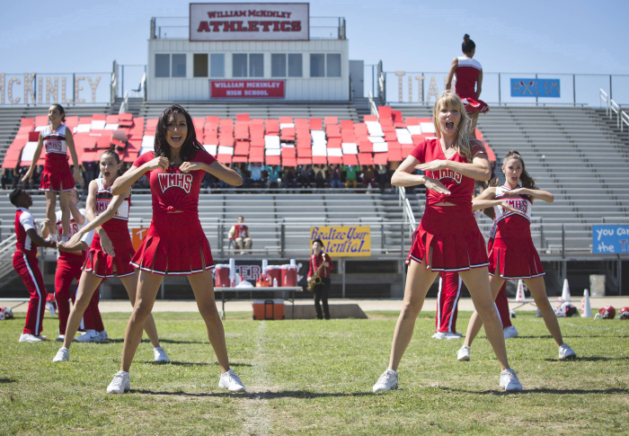 Glee: Naya Rivera e Heather Morris in una scena di Homecoming