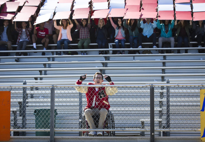 Glee: Kevin McHale in una scena dell'episodio intitolato Homecoming