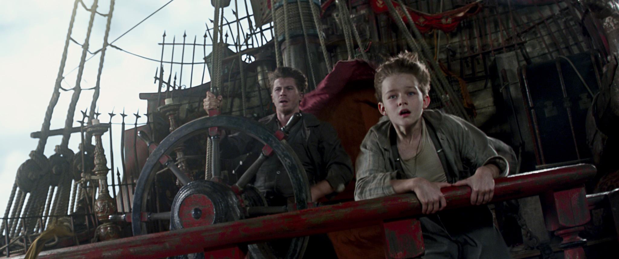 Pan: Garrett Hedlund e Levi Miller in una spettacolare sequenza