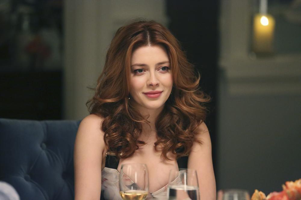 Revenge: l'attrice Elena Satine in una scena dell'episodio Madness