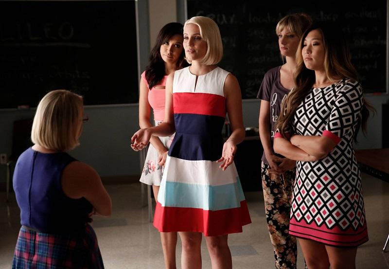 Glee: Lauren Potter, Naya Rivera, Dianna Agron, Heather Morris e Jenna Ushkowitz in Jagged Little Tapestry