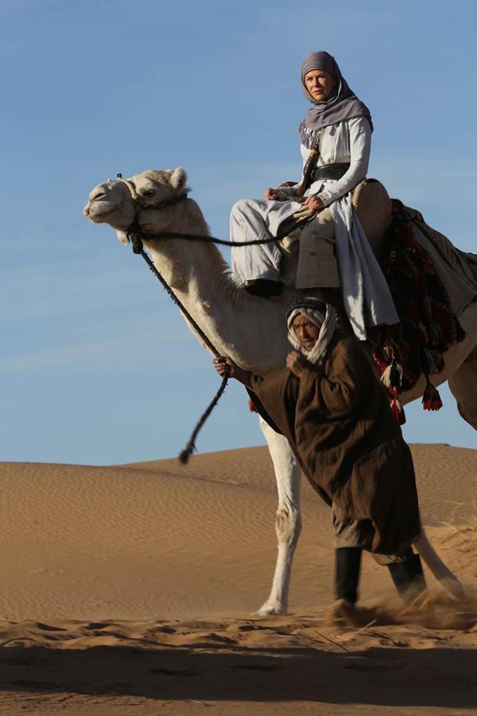 Queen of the Desert: Nicole Kidman su un cammello