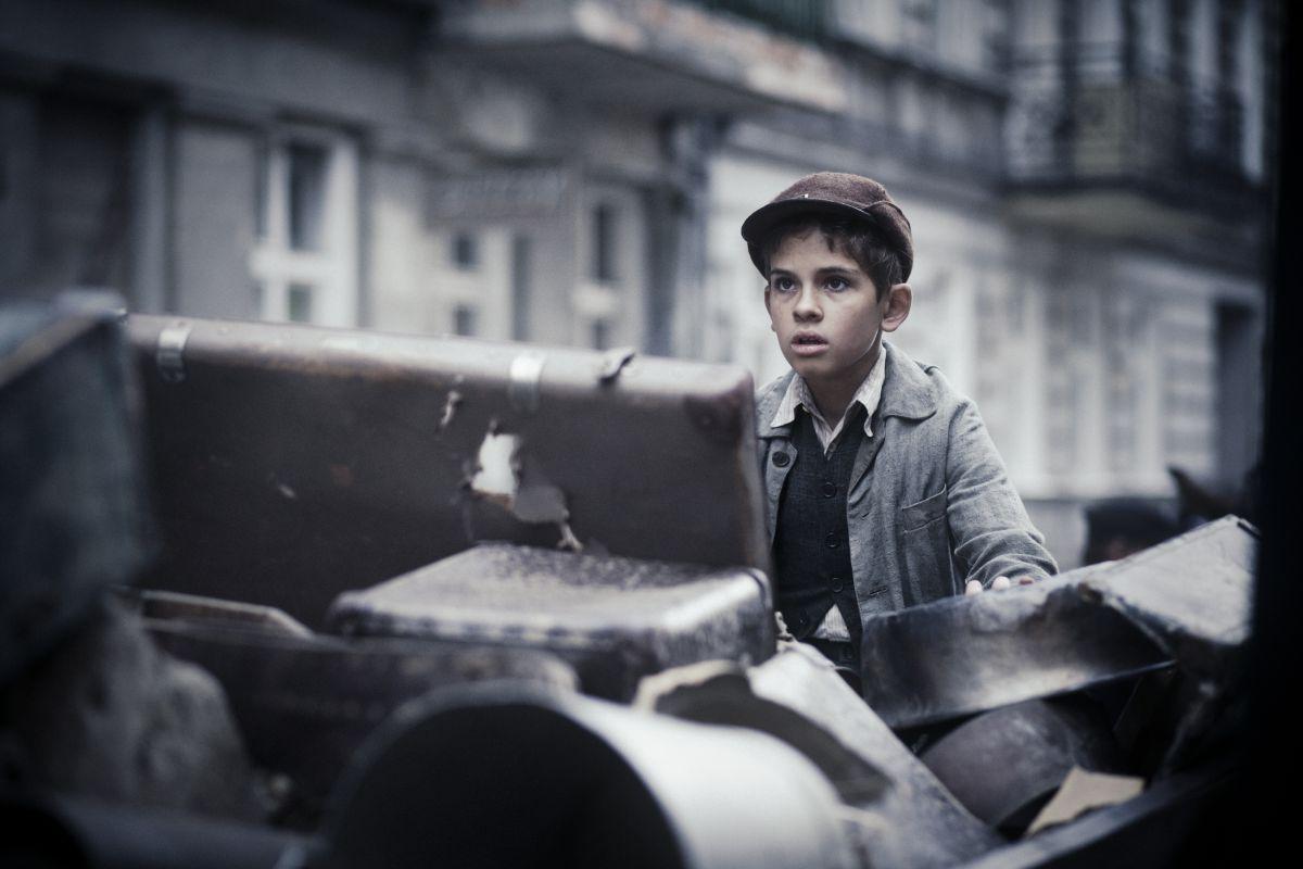 Corri ragazzo corri: il piccolo Jurek in una scena del film drammatico